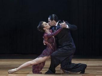 Un tango per il compleanno di Papa Francesco: 3.500 ballerini in piazza San Pietro