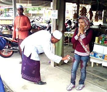 Aceh, la nuova jihad è contro i jeans attillati: ''Sono contrari all'islam''
