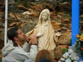 Vittorio Aparo ' A Medjugorje, La Regina della Pace mi ha insegnato a pregare'