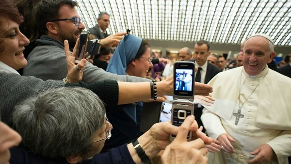 Papa Francesco: la famiglia è la prima scuola di comunicazione