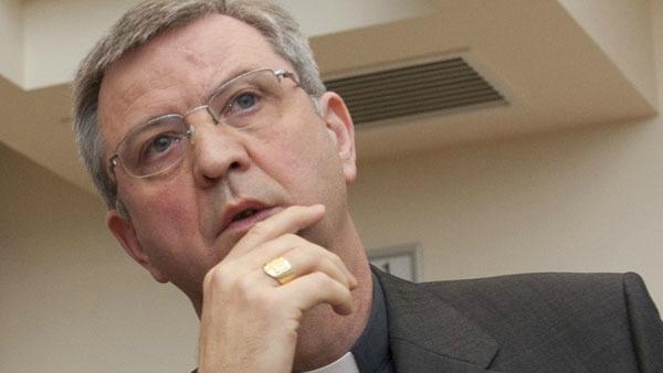 """Il vescovo cerca una soluzione per le unioni omosessuali e i fedeli lo accusano di """"non essere cattolico"""""""
