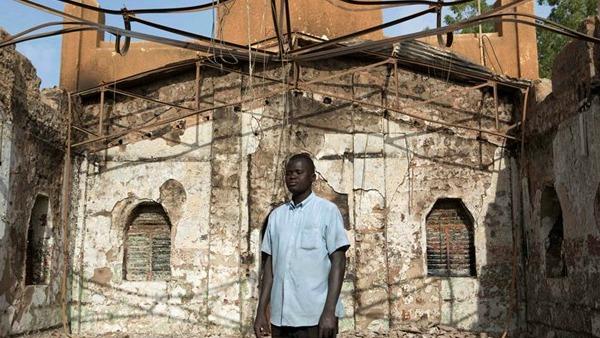 Teloni, sedie affittate, tavoli come altari: sono state allestite così ieri alcune chiese a Niamey, nel Niger, dove il 16 e 17 gennaio
