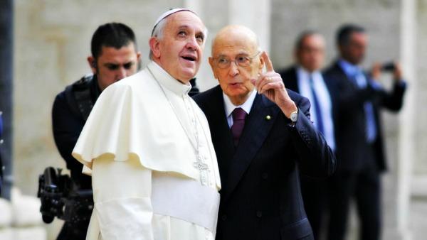Papa Francesco a Napolitano: stima per esemplare servizio all'Italia