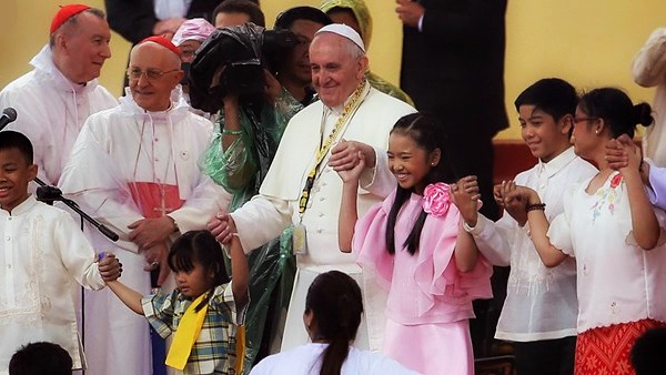 Papa Francesco: cristiani uniti da carità e impegno per la pace