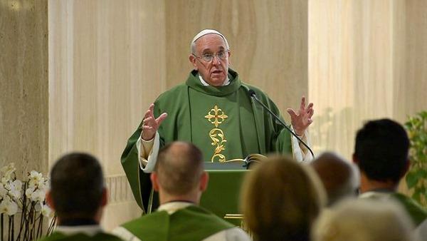 Papa Francesco: non seguono via di Gesù élites ecclesiali che disprezzano altri