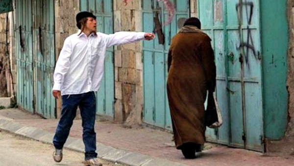 """La vita a Hebron: palestinesi """"armati"""" di telecamere"""