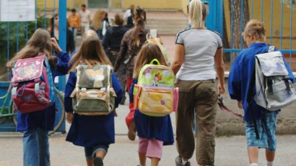 Napoli, schiaffi ed insulti a bambini, arrestata una maestra di scuola elementare