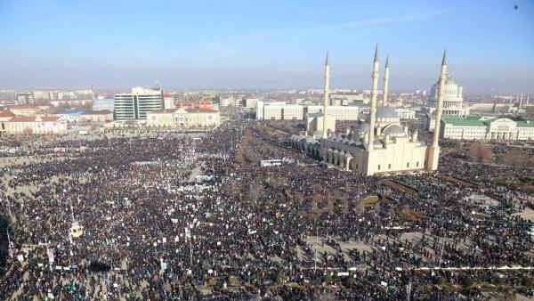 Cecenia, un milione di musulmani in piazza contro 'Charlie Hebdo'