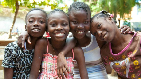 Trenta bimbi di Haiti dalle macerie all'adozione negli Usa