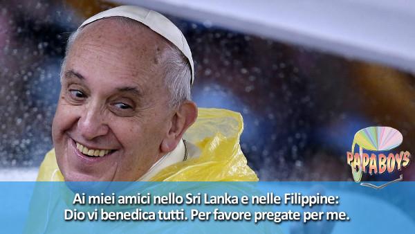 Tweet di Papa Francesco @pontifex_it: Dio vi benedica tutti. Per favore pregate per me.