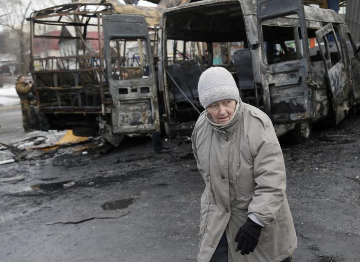 Ucraina: Putin, nervoso, spezza la matita. Ma c'è accordo sul cessate il fuoco.