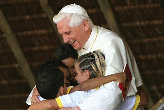1186887290-benedetto_abbraccio