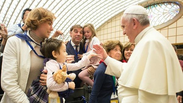 Papa Francesco: difendete la famiglia dalle ideologie che la destabilizzano