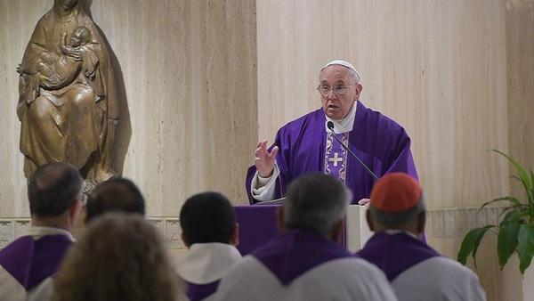 Papa Francesco: serviamo Dio e non chi ci offre cose da niente