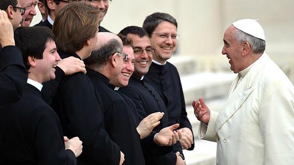 Papa Francesco incontra i parroci romani. Don Bartoli: recuperare stupore