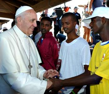 Papa Francesco ai prefetti: immigrazione, rispetto norme e dignità persone