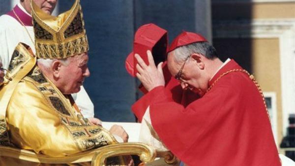 Cardinale, con l'abito del predecessore. Quel sabato di 14 anni fa, quando Bergoglio ricevette la porpora