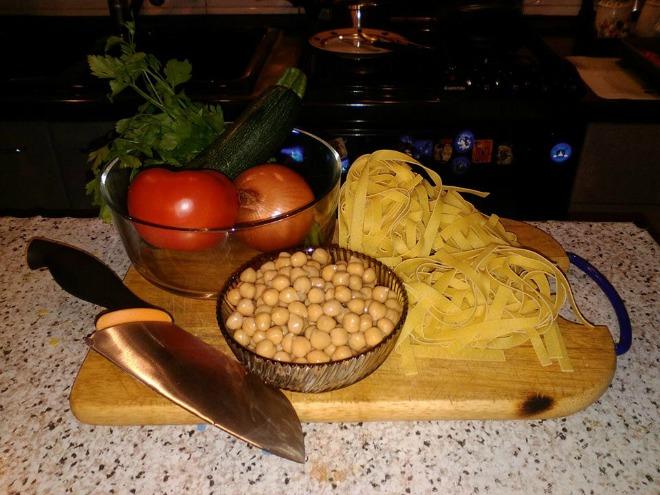 #cucinacon3euro: Cucinare per 4 con soli 3 euro. Manda la tua ricetta!