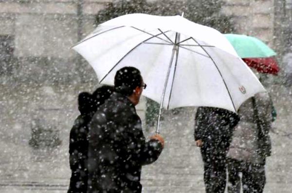 Gli ombrelli di Papa Francesco per i senzatetto di Roma
