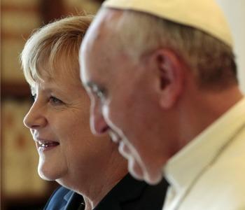 Papa Francesco alla Merkel: Politici, difendete i poveri!