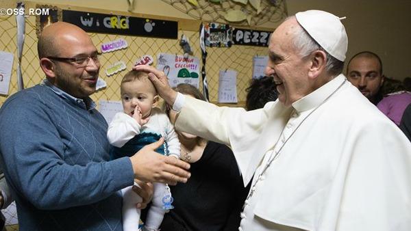 Papa Francesco: pianto di bambini a Messa, predica di Dio e della vita