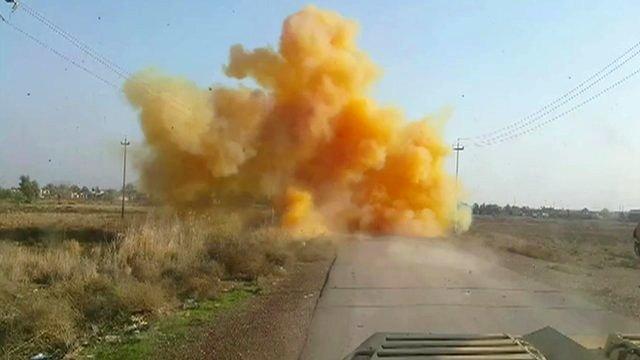 Iraq, l'Is sgancia bombe al cloro