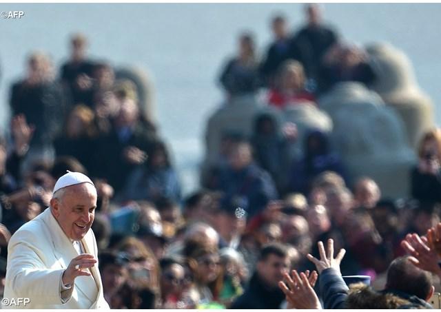 Papa: anzianità è vocazione, non ora di tirare remi in barca