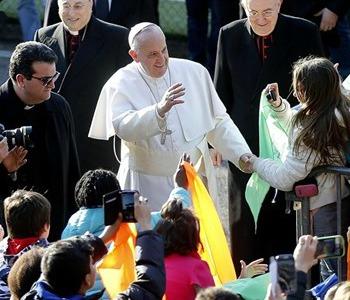 Papa Francesco dona 500 kg di viveri ai poveri di Tor Bella Monaca