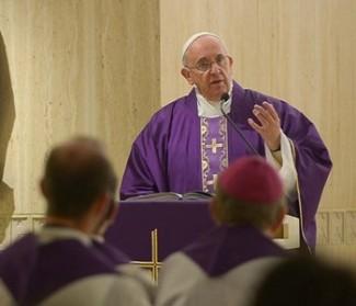 Papa Francesco: sapienza del cristiano è non giudicare gli altri e accusare se stesso