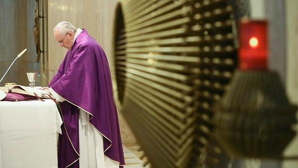 Papa Francesco: Dio ci aiuti a non essere cristiani ''sì, ma…''