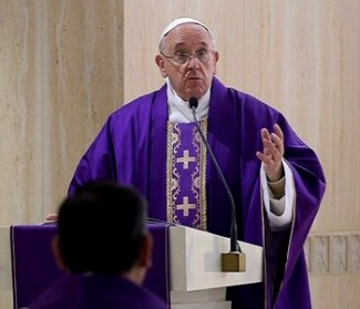Papa Francesco: Dio è innamorato di noi e ha sogni d'amore per noi