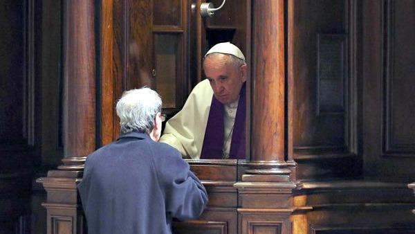 Papa Francesco: Confessione è abbraccio di Dio. Mons. Forte: riconciliamoci