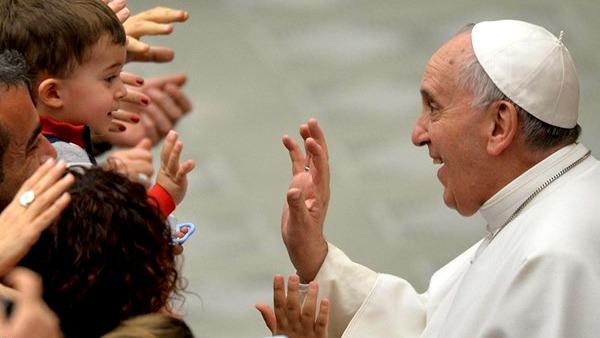 Papa: insegnamento è lavoro bellissimo ma malpagato, amare studenti difficili