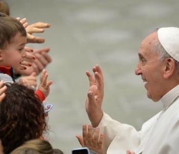 Papa Francesco: l'insegnamento è un lavoro bellissimo ma malpagato, amare studenti difficili