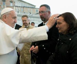 Il Papa incontra i familiari degli ostaggi britannici uccisi dall'Isis
