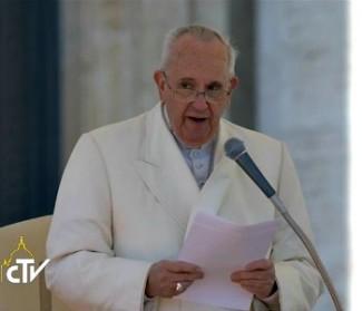 Papa Francesco: Chiesa in uscita. Il carisma non si conserva in una bottiglia di acqua distillata