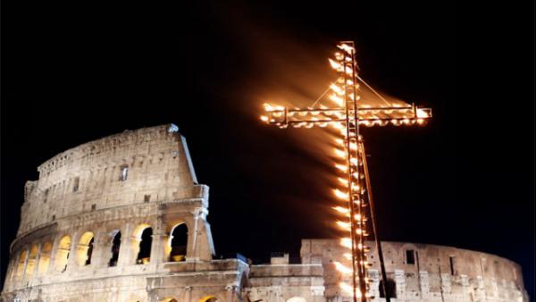 Via Crucis 2015, le meditazioni al vescovo Corti