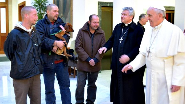 E i clochard in Sistina incontrano a sorpresa il Papa...
