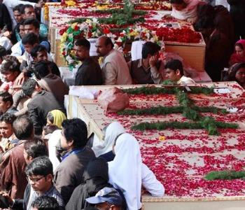 Pakistan: ai funerali delle vittime appello di pace di mons. Shaw