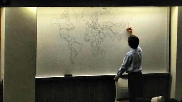Bambino autistico di 11 anni disegna una mappa del mondo perfetta affidandosi solo alla memoria