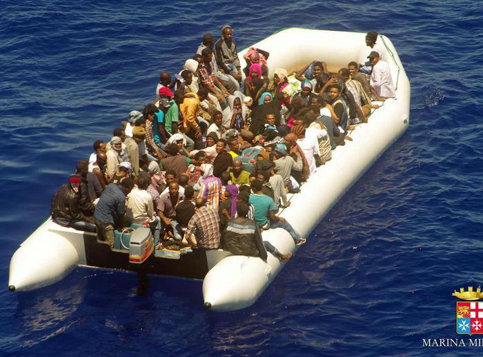 Migranti, 12 gettati in mare perché cristiani