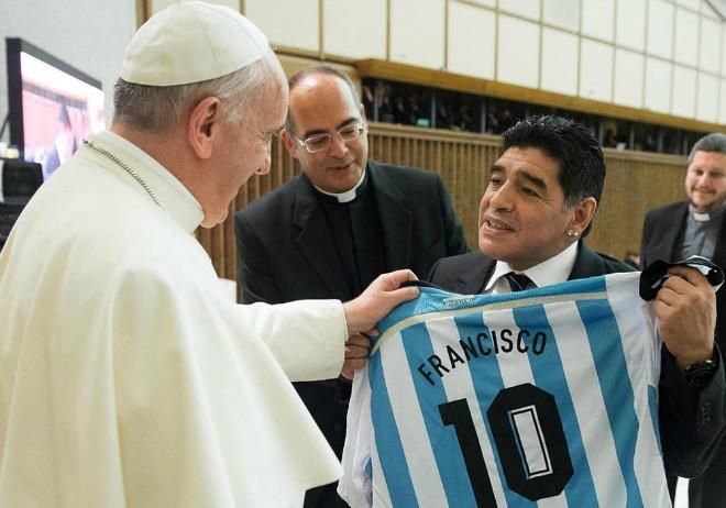 Scholas Occurrentes contro l'indifferenza. Maradona: Papa è un fenomeno
