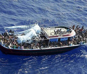 Compra una nave per salvare i profughi in mare. Un imprenditore di Berlino: Non posso stare a guardare