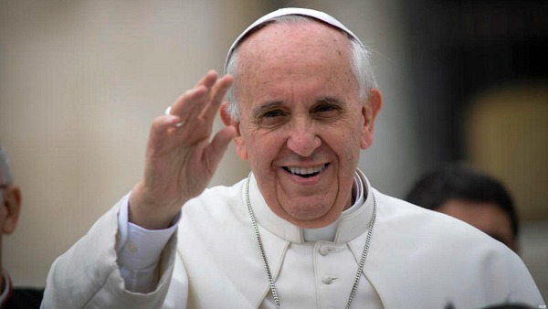 Papa Francesco: cristiani si inginocchino davanti ai poveri