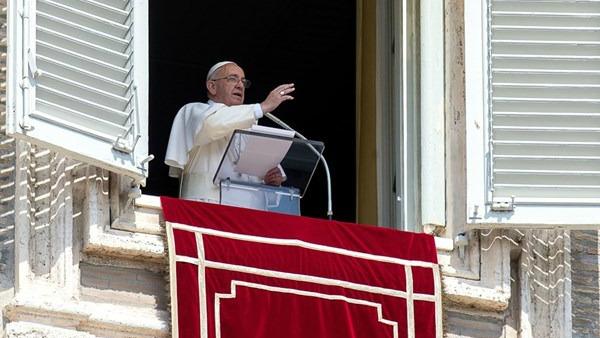 Papa Francesco: dolore per nuova strage migranti, basta simili tragedie