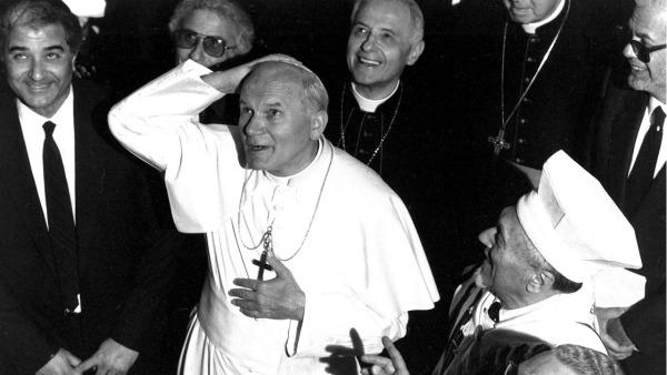 13 aprile 1986 Giovanni Paolo II entrava nella Sinagoga di Roma. La prima volta per un pontefice dai tempi di Pietro