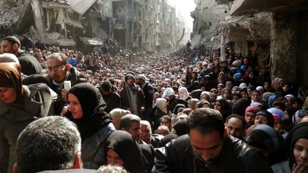 Assalto Is a campo profughi alla periferia di Damasco
