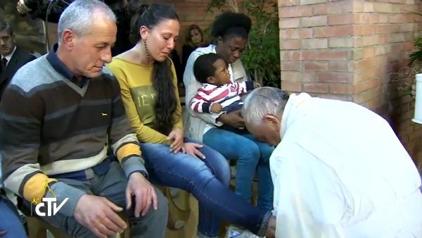 Papa Francesco a Rebibbia: Anch'io ho bisogno di essere lavato dal Signore