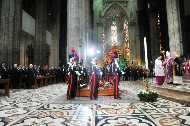Duomo di Milano gremito per i funerali dell'avvocato Lorenzo Claris Appiani e del giudice Fernando Ciampi, due delle vittime della strage avvenuta in tribunale il 9 aprile.