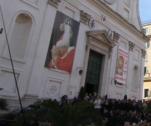 """Da Wojtyła a Francesco: suor Faustina e le """"sviste"""" della Chiesa"""